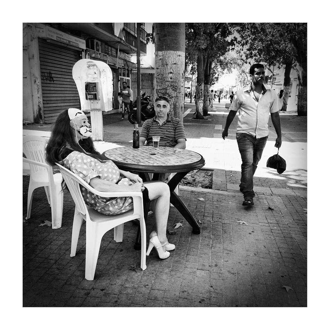 Trying to make new friends... More from the special photo walk with @mystorintheatre in South Tel-Aviv.