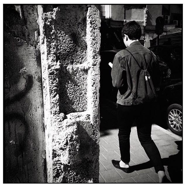 #wearegrryo #hikaricreative #helloicp #burnmagazine #LensCultureStreets  #streetphotographers #gettyimages #inspiredeye #thephotomotel #doubleyedgeInsights #lcexposure #omsc #mobilecameraclub #photoblipoint #ic_bw #streetbwcolor  #everybody_street #myspc17 #streetphoto_bw #streetphotography_bw #wearethestreet #jj_streetshots #life_is_street #storyofthestreet #bnw_demand #fromthestreetswithlove #1415mobilephotographers #outofthephone