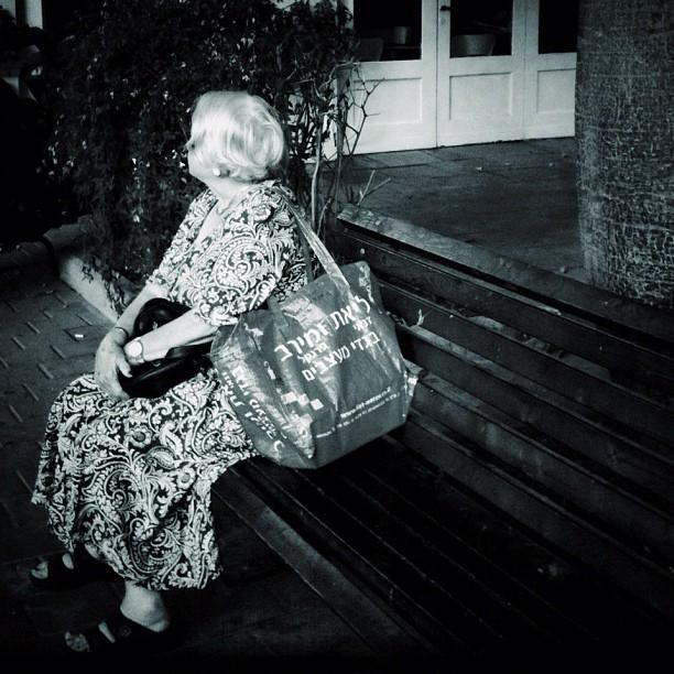 Here she ever comes now now  She ever comes now now  She ever comes now. [velvet underground]